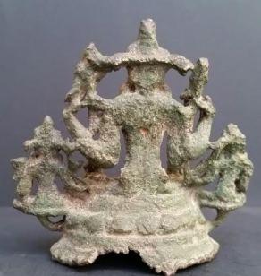Vishnu consorts pala  back